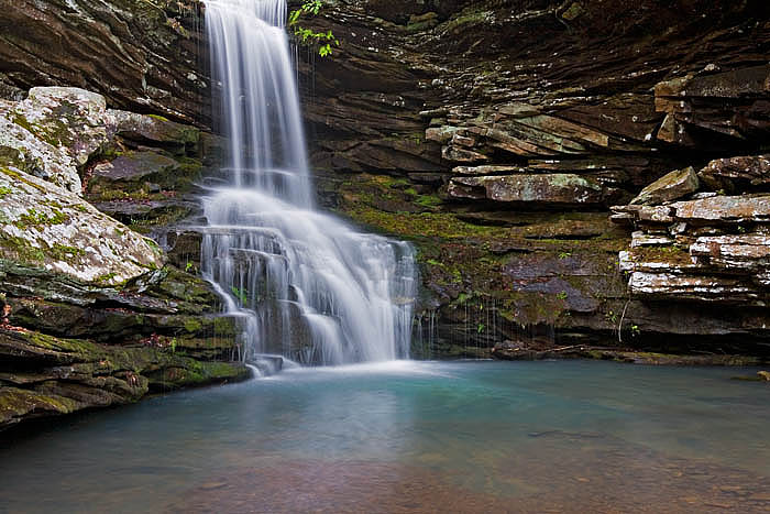 Magnolia Falls is located in Bowen Gulf near Mossville, Arkansas